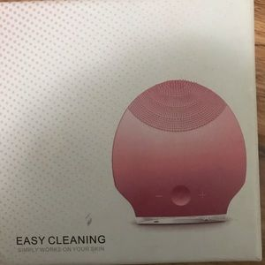 Vibrating face cleaner